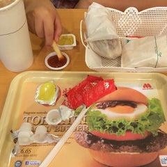 Photo taken at MOS Burger by Roy C. on 10/17/2014