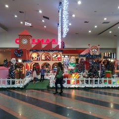 Photo taken at Studio 5 Festival Mall by Montana A. on 11/25/2012