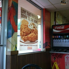Photo taken at Popeyes Louisiana Kitchen by Brandy K. on 6/11/2013