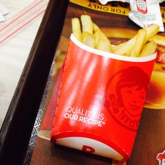 Photo taken at Wendy's by Geo T. on 8/16/2015