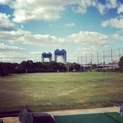 Photo taken at Randalls Island Golf Center by Mochizuki N. on 9/15/2012
