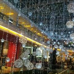 Foto tomada en Centro Comercial Oviedo por Rolando C. el 12/16/2012