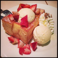 Photo taken at After You (อาฟเตอร์ ยู) by Vipaporn V. on 5/5/2013