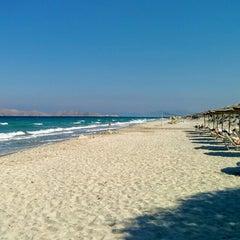 Photo taken at Παραλία Μαρμαρίου (Marmari Beach) by Julian W. on 10/2/2015
