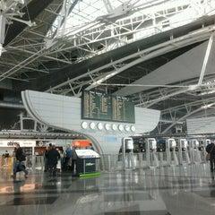Photo taken at Aeroporto Francisco Sá Carneiro (OPO) by Luis L. on 11/5/2012
