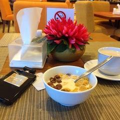 Photo taken at BRAJA MUSTIKA Hotel & Convention Centre by nikikomala on 5/31/2014