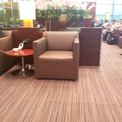Photo taken at KrisFlyer Gold Lounge (Terminal 3) by Koh C. on 3/19/2013