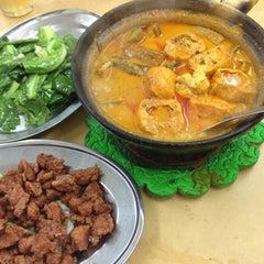 Photo taken at Ah Lye Curry Fish Head by William Lye Wei Wern on 7/2/2014