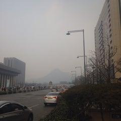 Photo taken at 교보생명빌딩 by Do Hyun K. on 12/29/2014