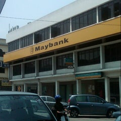 Photo taken at Maybank by Rozaidi T. on 9/22/2012