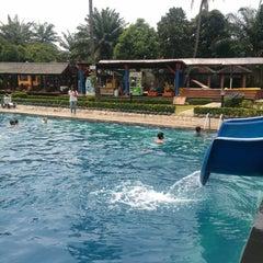 Photo taken at Taman Wisata Pulau Situ Gintung by Ichsan N. on 11/16/2014