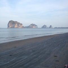 Photo taken at ปากเมงรีสอร์ท (Pakmeng Resort) by Paizon L. on 3/29/2014