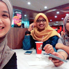 Photo taken at KFC by Farie A. on 8/11/2015