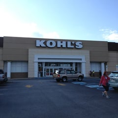 Photo taken at Kohl's by AARON R. on 8/27/2013