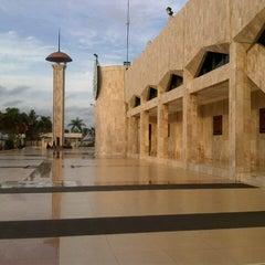 Photo taken at Masjid Raya Sabilal Muhtadin by Fakhruzzaman A. on 12/27/2012