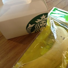 Photo taken at Starbucks by 성은 이. on 2/21/2013