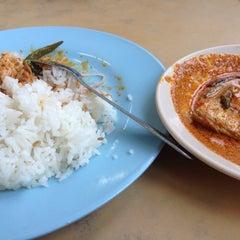 Photo taken at Restoran Zaman by Dizay A. on 8/19/2015