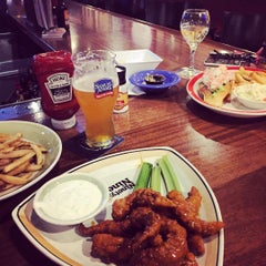 Photo taken at Ninety Nine Restaurant by Jeffrey H. on 8/29/2015
