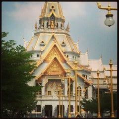 Photo taken at วัดโสธรวรารามวรวิหาร (Wat Sothon Wararam Worawihan) by TonyGuy M. on 2/10/2013
