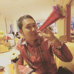 Photo taken at Sari Pan Pacific Jakarta by Endro N. on 1/1/2016