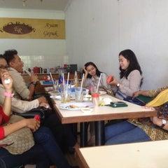 Photo taken at Ayam Gepuk Eco Raos by Budi M A B. on 4/17/2014
