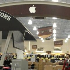 Photo taken at Fry's Electronics by Neicey B. on 2/22/2013