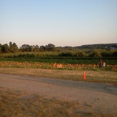 Photo taken at Applecrest Farm Orchards by Alex B. on 9/22/2012