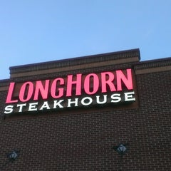 Photo taken at LongHorn Steakhouse by Michael O. on 6/16/2013