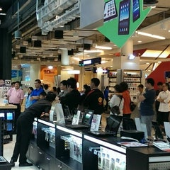 Photo taken at Power Buy (เพาเวอร์บาย) by Marut T. on 2/25/2014