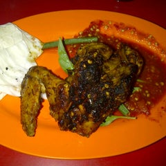 Photo taken at Ayam Bakar Wo Aini by Prita F. on 2/28/2013