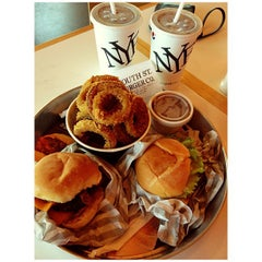 Photo taken at South St. Burger Co. by krshna b. on 8/24/2013