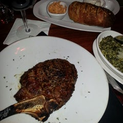 Photo taken at Fleming's Prime Steakhouse & Wine Bar by Lee S. on 12/6/2012