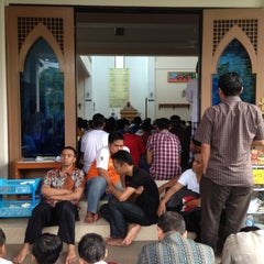 Photo taken at Masjid At-Taufiq Paledang by Ibenk D. on 4/26/2013