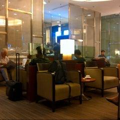 Photo taken at KrisFlyer Gold Lounge (Terminal 3) by Robert M. on 11/12/2012