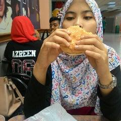 Photo taken at McDonald's by Muhamad Arif B. on 9/19/2015