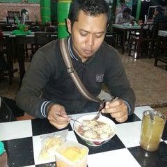 Photo taken at Bakso Pak Narto by Ary R. on 8/16/2013