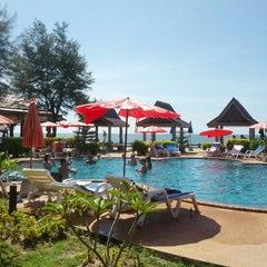 Photo taken at Blue Andaman Lanta Resort by Javier C. on 11/16/2012