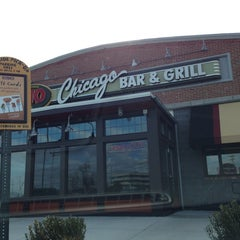 Photo taken at Uno Pizzeria & Grill - Exton by Adam S. on 3/3/2013