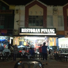 Photo taken at Restoran Pinang by Inchek F. on 3/4/2013