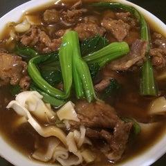 Photo taken at HoWong Restaurant 好旺 by Matthew on 4/5/2015