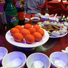 Photo taken at HoWong Restaurant 好旺 by Matthew on 9/28/2014