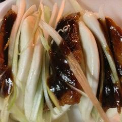 Photo taken at Peking Duck Sandwich Stall by Matthew on 9/8/2013