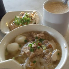 Photo taken at 7 Village Noodle House (七廊粿條湯) by Chan K. on 1/15/2015