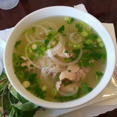 Photo taken at PHO Banh Mi & Che Cali by Stephanie S. on 6/17/2012