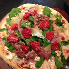 Photo taken at Almacén de Pizzas by Lucho G. on 8/28/2013