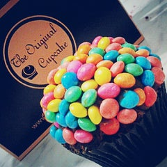 Photo taken at The Original Cupcake by Juliana S. on 6/25/2013