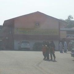Photo taken at Sekolah Menengah Kebangsaan Padang Saujana by Hashim on 3/6/2014