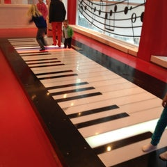 Photo taken at FAO Schwarz by Adriano Luiz M. on 4/7/2013