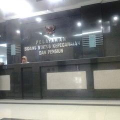 Photo taken at Bid.Status Kepegawaian dan Pensiun Kanreg VI BKN by Firdaus Z. on 11/26/2012