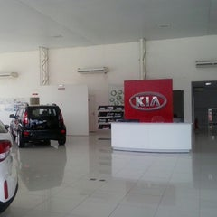 Photo taken at K-Ita - KIA Motors by Jordan R. on 12/2/2014